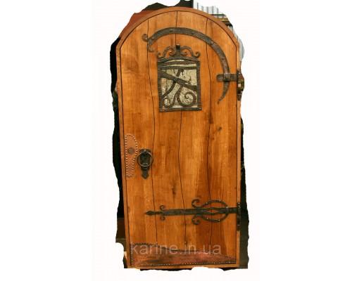 Двери с коваными накладками