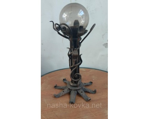 Кованый фонарь напольный