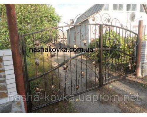 Ворота с коваными элементами